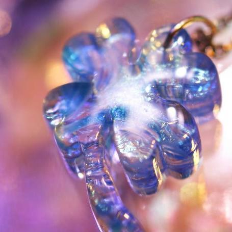 『Sea breeze clover』 ガラスアクセサリー ネックレス・ペンダント ダイカット(平面造形)タイプ