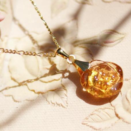 『日和の薔薇』 ガラスアクセサリー ネックレス・ペンダント 立体造形タイプ