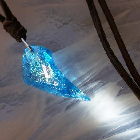 『ICE FANG ~ 氷の妖精 ~』 ガラスアクセサリー ネックレス・ペンダント 立体造形タイプ