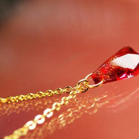 『情熱のかけら』 ガラスアクセサリー ネックレス・ペンダント 立体造形タイプ