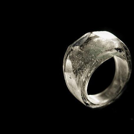 『手元供養 ガラスのメモリアルジュエリー 『氷のワルツ』』 ガラスアクセサリー リング・指輪 デザインタイプ