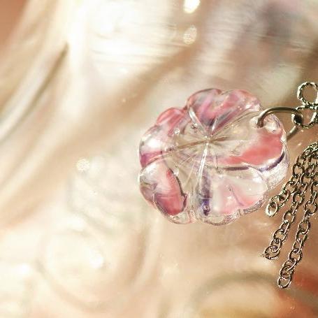 『桜風』 ガラスアクセサリー ネックレス・ペンダント ダイカット(平面造形)タイプ