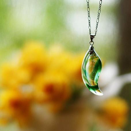 『そよぐ風』 ガラスアクセサリー ネックレス・ペンダント 円・楕円・ドロップタイプ