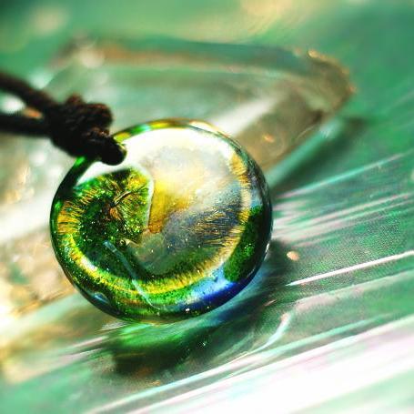 『Green Brightness ~ Flow ~』 ガラスアクセサリー ネックレス・ペンダント 円・楕円・ドロップタイプ