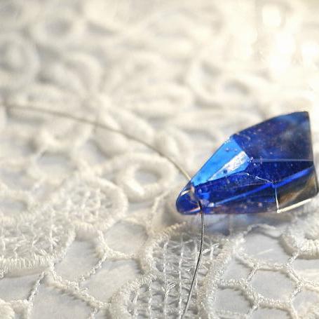 『氷水のかけら』 ガラスアクセサリー ネックレス・ペンダント 立体造形タイプ