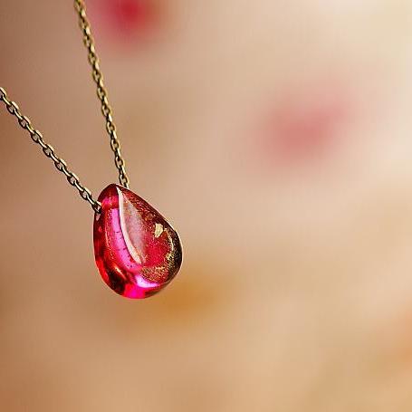 『ROSE TEAR』 ガラスアクセサリー ネックレス・ペンダント 円・楕円・ドロップタイプ