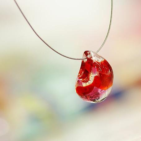 『Luminous red rock』 ガラスアクセサリー ネックレス・ペンダント 立体造形タイプ