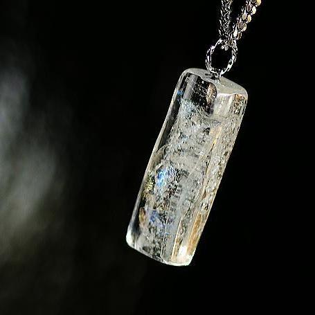 『氷のダイヤモンドダスト』 ガラスアクセサリー ネックレス・ペンダント 四角・多角・星タイプ