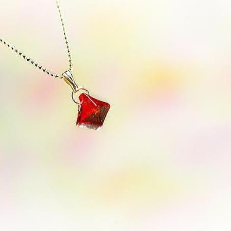 『AKATUKI』 ガラスアクセサリー ネックレス・ペンダント 立体造形タイプ