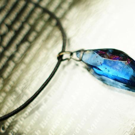 『Blue sword』 ガラスアクセサリー ネックレス・ペンダント 立体造形タイプ