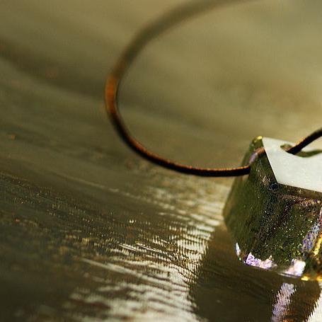 『Iceberg cube』 ガラスアクセサリー ネックレス・ペンダント 立体造形タイプ