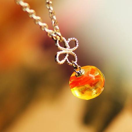 『玻璃の実』 ガラスアクセサリー ネックレス・ペンダント 立体造形タイプ