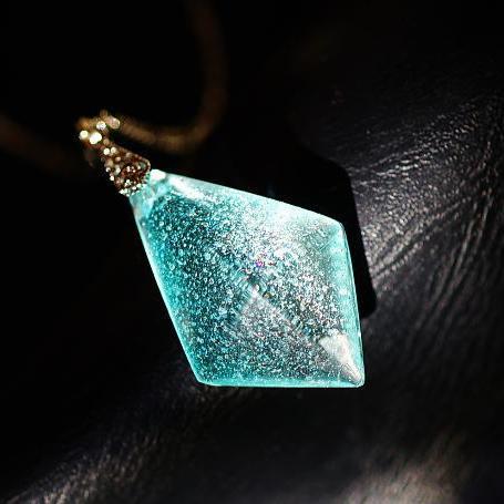『聖水の湖』 ガラスアクセサリー ネックレス・ペンダント 立体造形タイプ