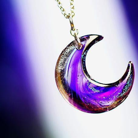 『下弦の月 ~ 紫雲の光 ~』 ガラスアクセサリー ネックレス・ペンダント ダイカット(平面造形)タイプ