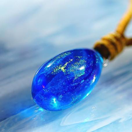 『水繭 ~ 煌きの夢、紡ぐ時 ~』 ガラスアクセサリー ネックレス・ペンダント 立体造形タイプ