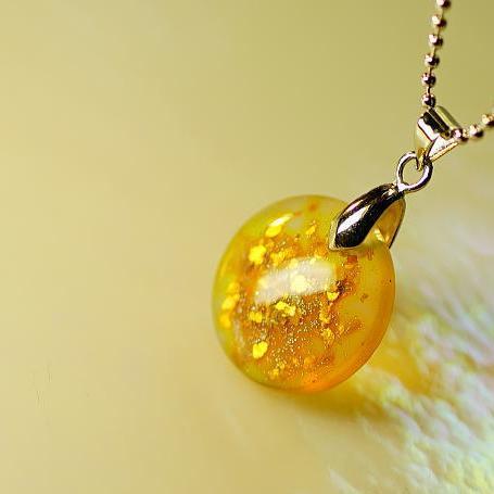 『Orange bright moon』 ガラスアクセサリー ネックレス・ペンダント 円・楕円・ドロップタイプ