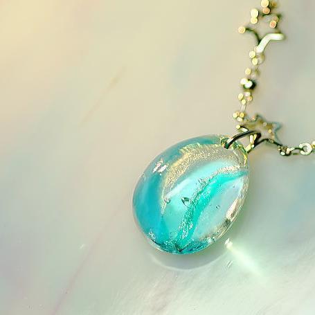 『流星からの贈り物』 ガラスアクセサリー ネックレス・ペンダント 円・楕円・ドロップタイプ