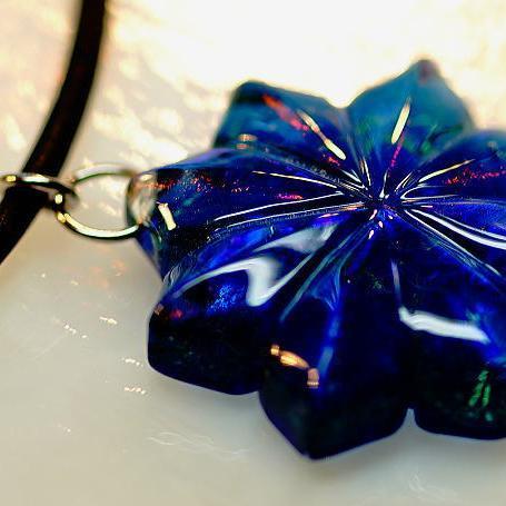 『寒紫菊』 ガラスアクセサリー ネックレス・ペンダント ダイカット(平面造形)タイプ