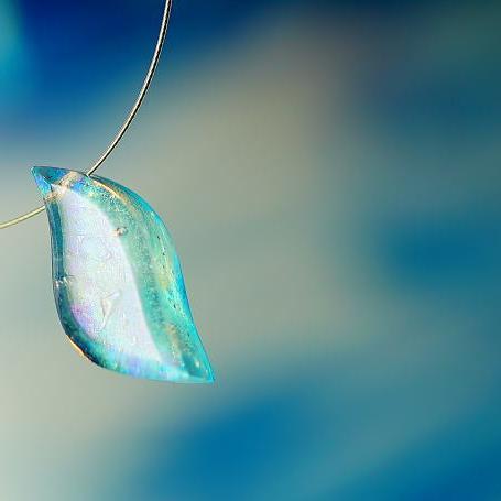 『風の詩に乗せて』 ガラスアクセサリー ネックレス・ペンダント ダイカット(平面造形)タイプ