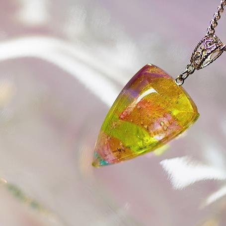 『春に寄り添う想い』 ガラスアクセサリー ネックレス・ペンダント 四角・多角・星タイプ