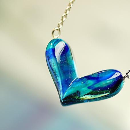 『Various blue sea of Heart』 ガラスアクセサリー ネックレス・ペンダント ハートタイプ