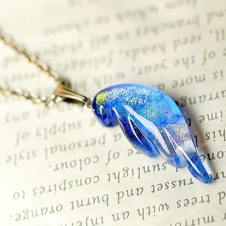 『煌く幸せの翼』 ガラスアクセサリー ネックレス・ペンダント 羽根タイプ