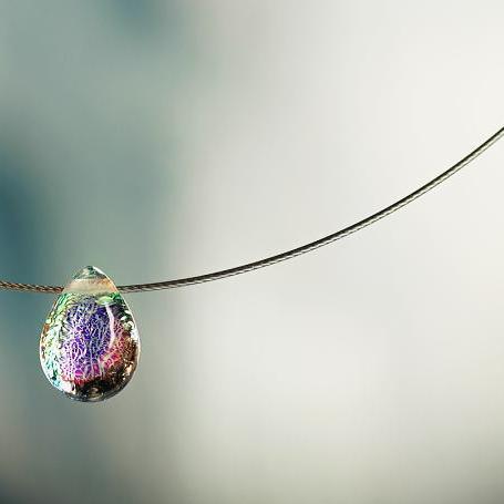 『Dichroic drop』 ガラスアクセサリー ネックレス・ペンダント 円・楕円・ドロップタイプ