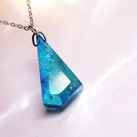 『セノーテの煌き ~ Aqua blue ~』 ガラスアクセサリー ネックレス・ペンダント 四角・多角・星タイプ