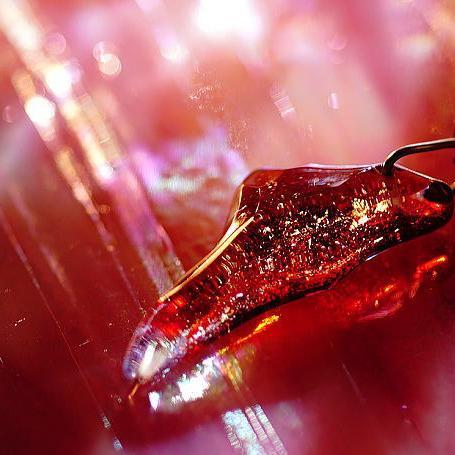 『ICE FANG ~ 情熱 ~』 ガラスアクセサリー ネックレス・ペンダント 立体造形タイプ