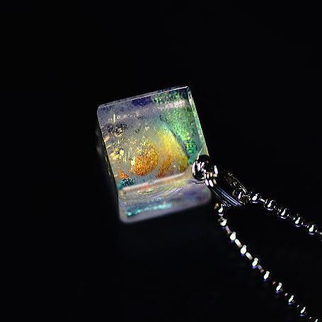 『Snow cube ~ Brightness ~』 ガラスアクセサリー ネックレス・ペンダント 立体造形タイプ