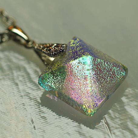 『Pyramid Jewel』 ガラスアクセサリー ネックレス・ペンダント 立体造形タイプ