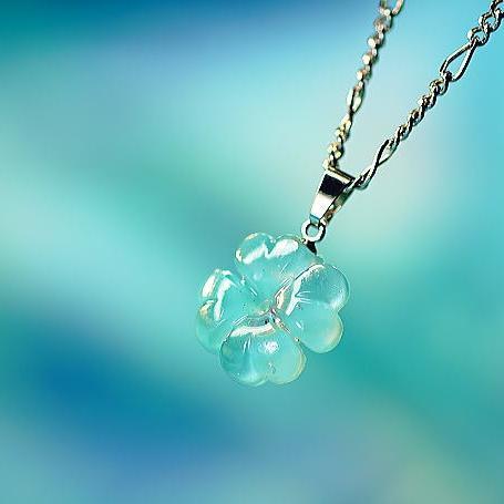 『Pure blue clover』 ガラスアクセサリー ネックレス・ペンダント ダイカット(平面造形)タイプ
