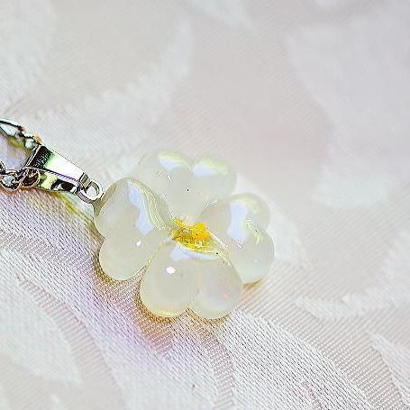 『Morning mist clover』 ガラスアクセサリー ネックレス・ペンダント ダイカット(平面造形)タイプ