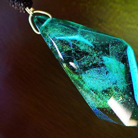 『藍玉のかけら』 ガラスアクセサリー ネックレス・ペンダント 立体造形タイプ