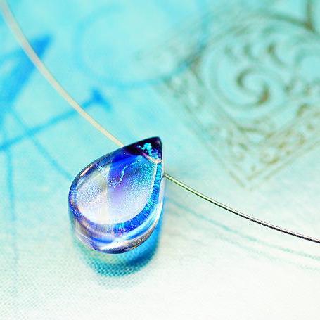『煌く青炎のしずく』 ガラスアクセサリー ネックレス・ペンダント 円・楕円・ドロップタイプ
