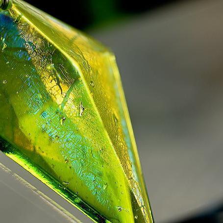 『萌木色に煌く時』 ガラスアクセサリー ネックレス・ペンダント 立体造形タイプ