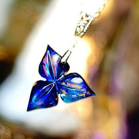『AZUR ~ 知性の花 ~』 ガラスアクセサリー ネックレス・ペンダント ダイカット(平面造形)タイプ