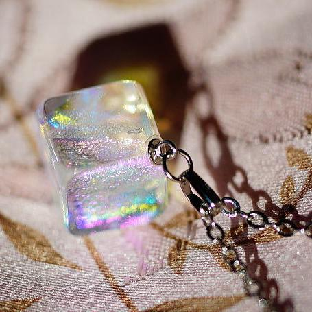 『ICE CANDY CUBE』 ガラスアクセサリー ネックレス・ペンダント 立体造形タイプ