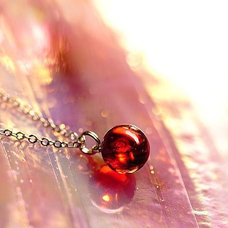 『Elegant wine red planet』 ガラスアクセサリー ネックレス・ペンダント 立体造形タイプ