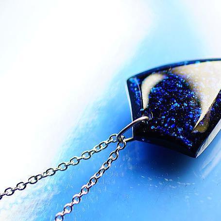 『Blue flake emblem』 ガラスアクセサリー ネックレス・ペンダント 四角・多角・星タイプ
