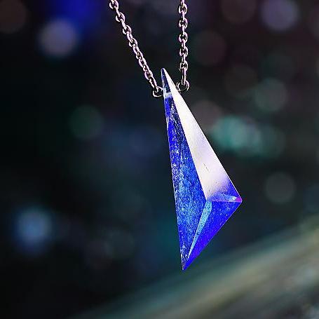 『Blue triangle crystal』 ガラスアクセサリー ネックレス・ペンダント 立体造形タイプ
