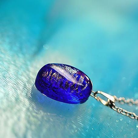 『Blue shiny jewel』 ガラスアクセサリー ネックレス・ペンダント 円・楕円・ドロップタイプ