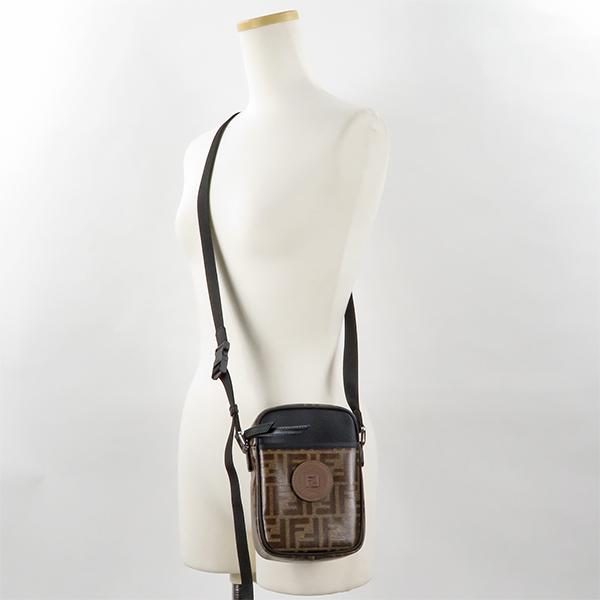 【予約】【2019SS】【並行輸入品】『FENDI-フェンディ-』SHOULDER BAG メンズ FFロゴ モノグラム クロスボディ ロゴパッチ[7VA456A5K4]《ご注文後3日前後発送予定》
