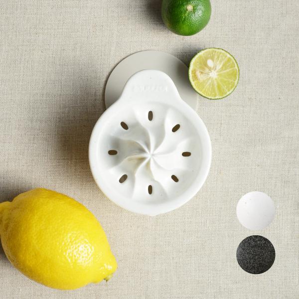 ちょっと使いたいときに ちょうどいい SHIKIKA 爆安プライス しぼり揃え 暮らしの小道具 スマートキッチン ミニアイテム しぼり 贈答品 レモン搾り ロロ LOLO 日本製 ミニ 黒 白 小さい 磁器 ツール