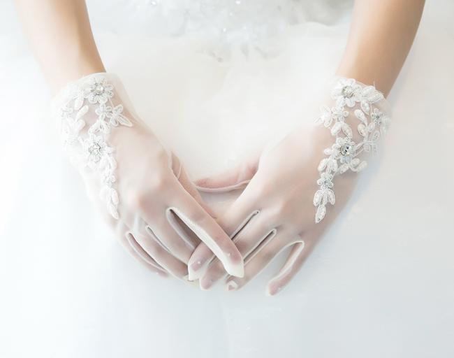上質 半透明 レース 手元が素敵に見える 超人気 グローブ 花嫁 おすすめ ウェデイング ブライダル ショッピング アイボリー ウェディング 結婚式 挙式 手袋 半透明レース 上品 海外