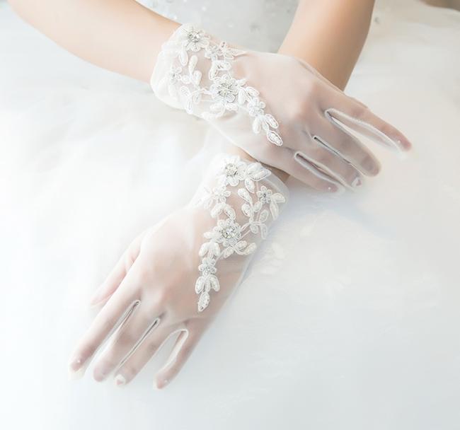 【おすすめ】結婚式 ウェデインググローブ ブライダル 上品レースグローブ  花嫁レース手袋 半透明レースグローブ