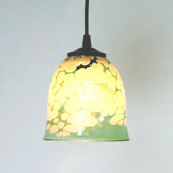 ペンダントライト ペンダントランプ ライト ランプシェード emerald ivory カフェ風ランプ 照明 bell-emerald-ivory-no17 Azzurro Glass Studio 東敬恭