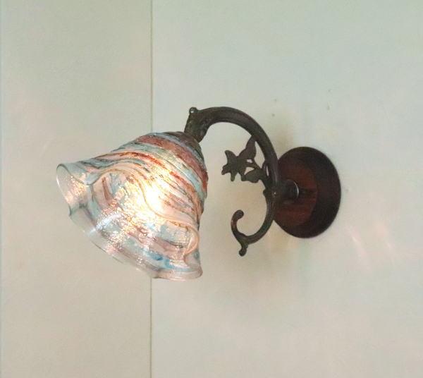 ベネチアングラスランプ LED対応 照明 ブラケットランプ ブラケットライト 値下げ 最新アイテム ウォールランプ 壁付けライト ウォールライト イタリア製 壁掛け照明 fc-ww621-smerlate-sbruffo-amethyst-lightblue
