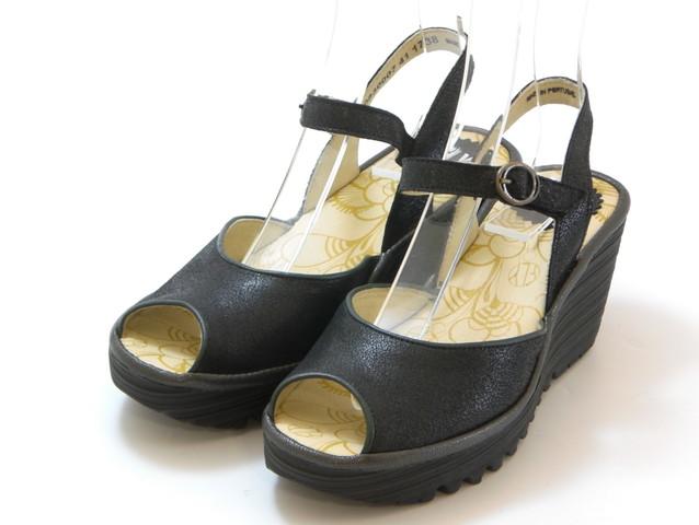 送料無料 沖縄 離島は1100円かかります ≪30% OFF SALE≫FLY LONDON フライロンドンYORA シューズ 交換 ウェッジサンダル キャンセル不可 メタリックレザー 舗 靴セール品につき返品 レディース 特売 ブラック