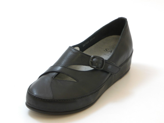 SAYA サヤ甲ベルト プラットシューズ(ブラック)レディース シューズ 靴
